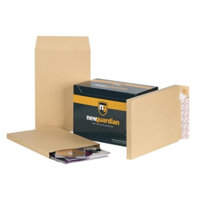 New Guardian Envelopes Heavyweight Peel and Seal Gusset 25mm 130gsm Manilla 381x254mm [Pack 100]